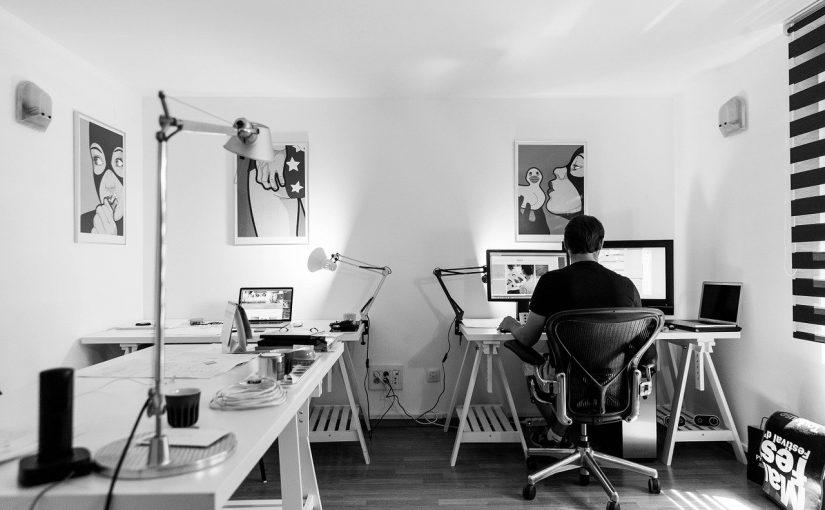 Logeerkamer getransformeerd tot werkkamer